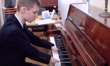Playing The Piano Without Hands
