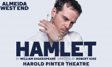 Under 30? Grab cheap tickets for Robert Icke's 5-star production of Hamlet