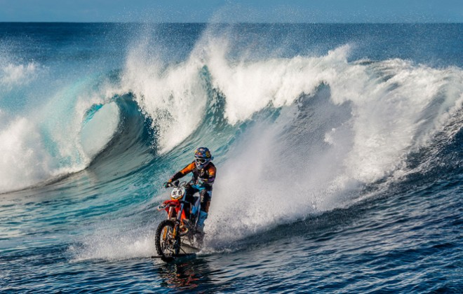 Super Extreme Motocross Surfing