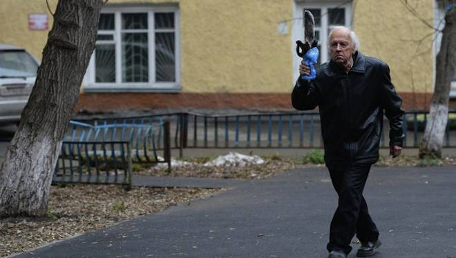 101-Year-Old Trains For Olympic Torch Relay With Frozen Fish