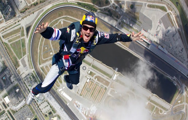 MADHEAD SKYDIVER JUMPS 25,000 FEET WITHOUT PARACHUTE